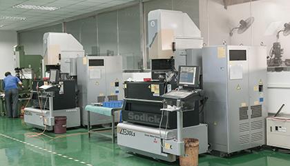 2台沙迪克镜面火花机-昱卓塑胶模具生产设备